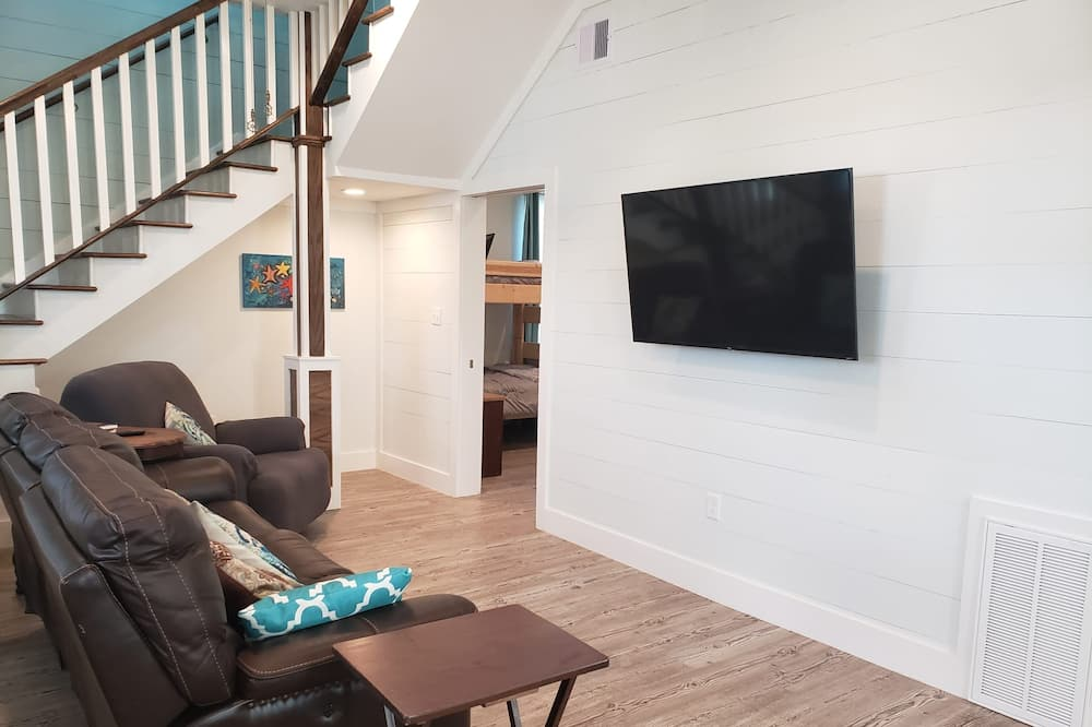 House, 4 Bedrooms, Balcony - Living Area