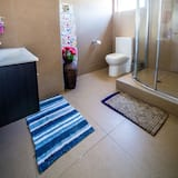 Bed in 5-Bed Female Dormitory Room with Ensuite - Shared bathroom