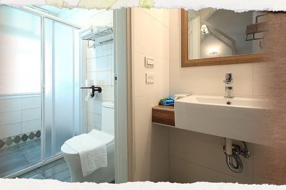 Double Room (302) - Bathroom