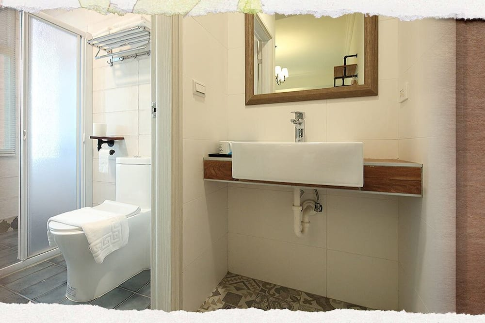 Double Room (203) - Bathroom