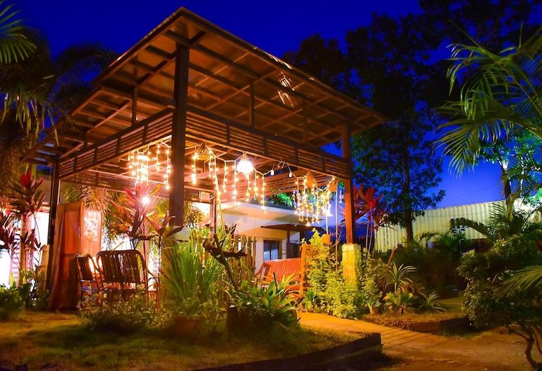Jodie's Place Transient House and Apartment, Puerto Princesa, Fassade der Unterkunft – Abend/Nacht
