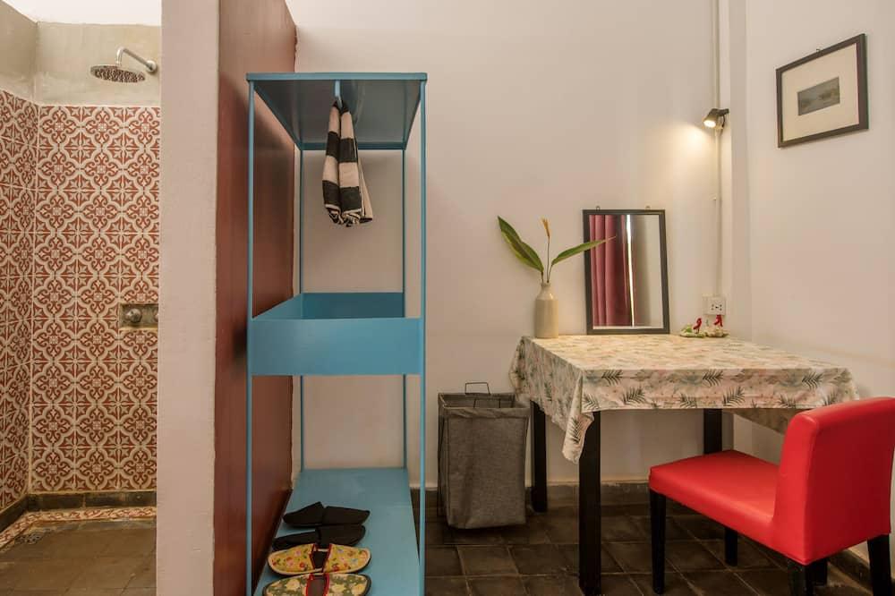 Deluxe Double Room - Tempat Makan dalam Bilik