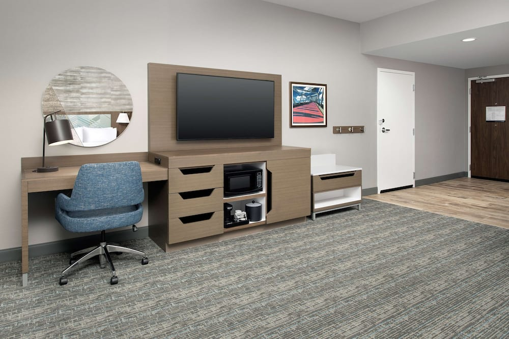 Room, 1 King Bed, Accessible (Mobility & Hearing, Roll-In Shower) - Living Area