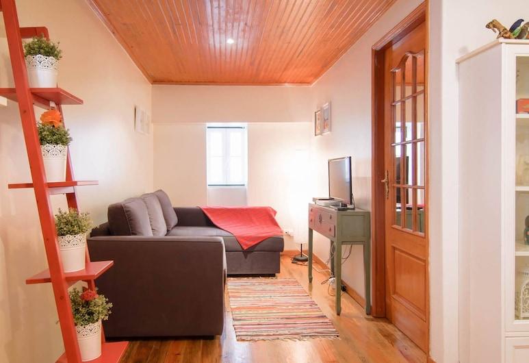 Traditional 1 Bedroom Apartment In Sleepy Alfama, Lissabon, Værelse