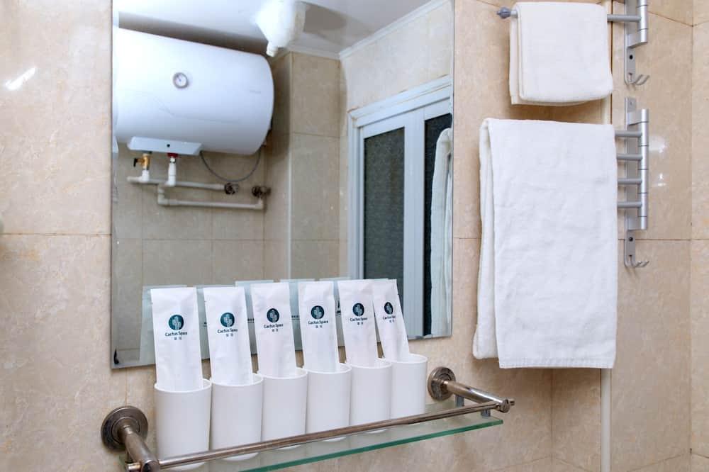 Apartment, 3 Bedrooms - Bathroom Amenities
