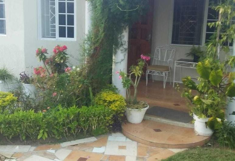 Trupsi Elegant home, Kingston