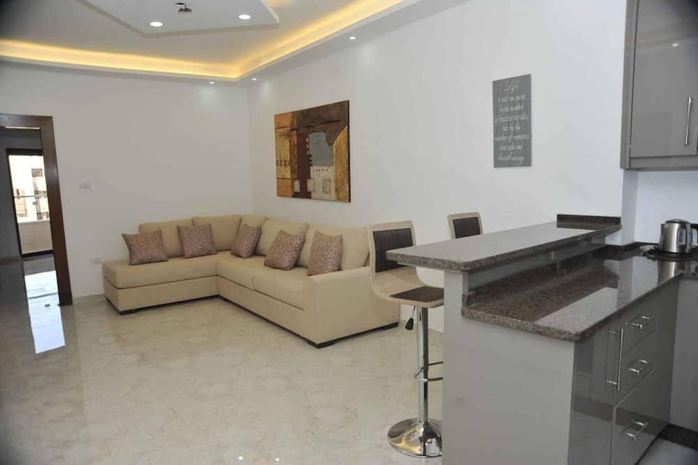 Apartment, 1 Queen Bed - Living Room