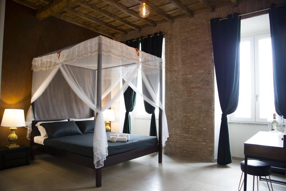 Luxury Quadruple Room (Golden) - Guest Room