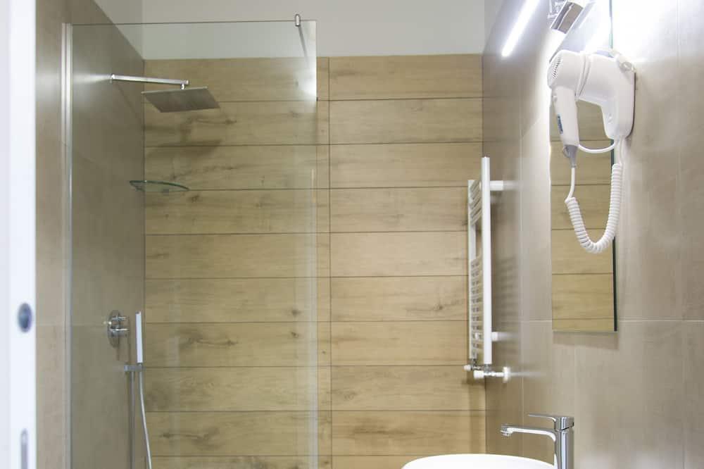 Luxury Quadruple Room (Golden) - Bathroom