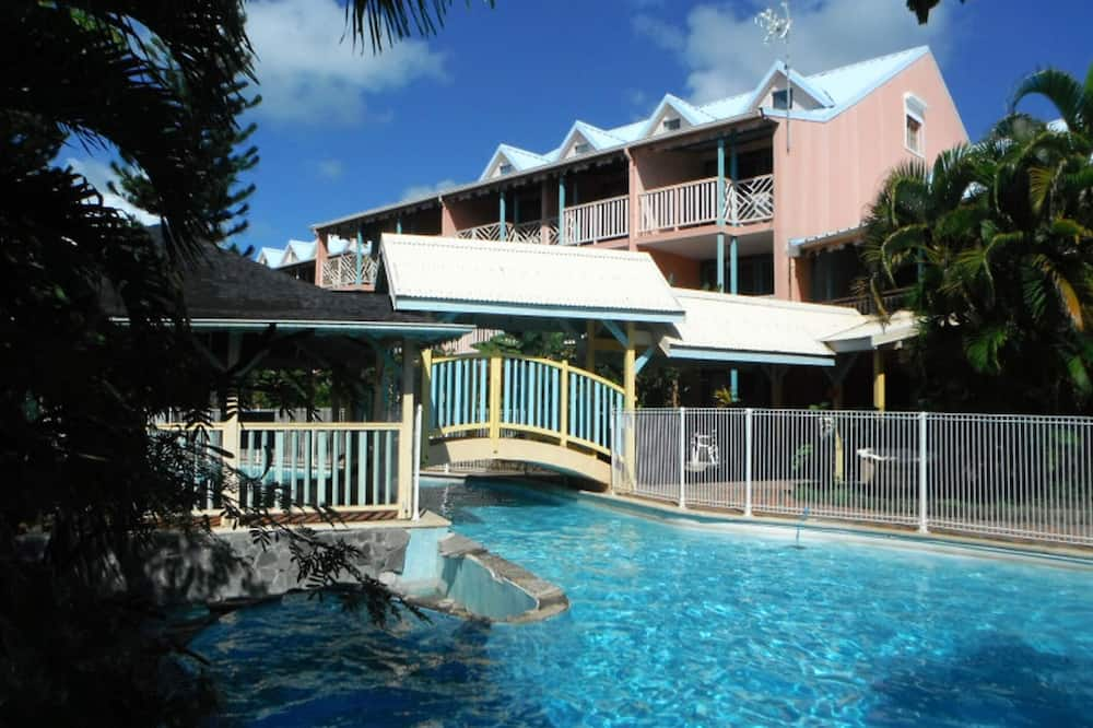 Studio in Sainte-anne, With Shared Pool, Furnished Terrace and Wifi - 600 m From the Beach