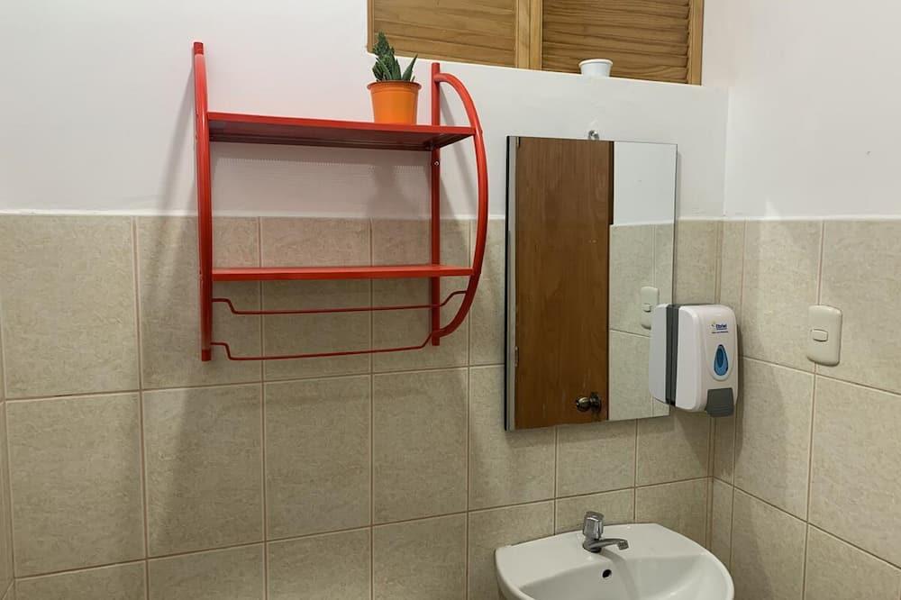 Двомісний номер, спільна ванна - Раковина