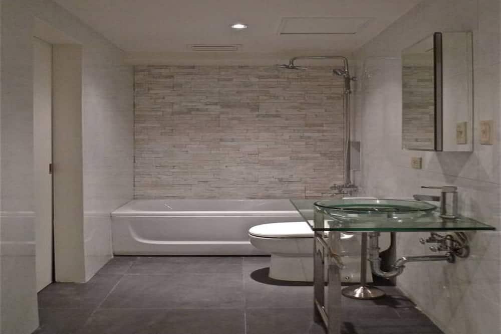Huone, 3 makuuhuonetta - Kylpyhuone