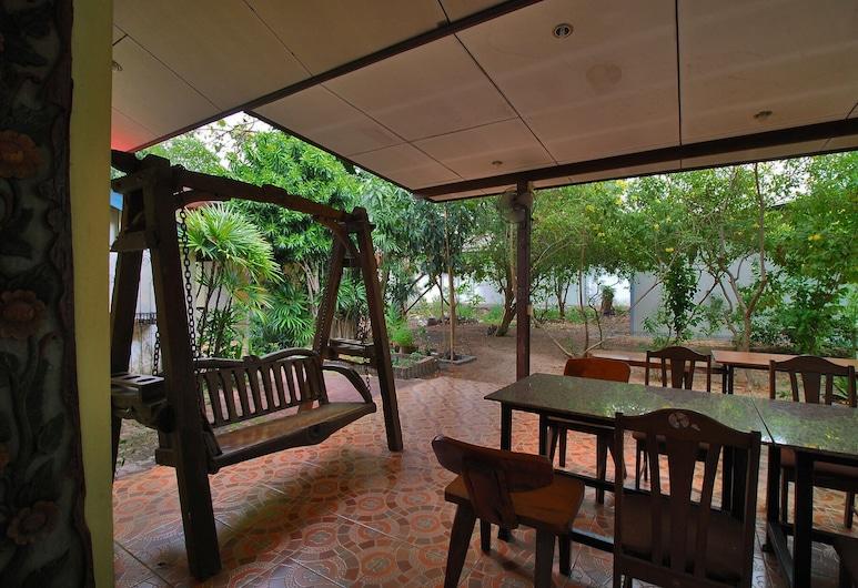 OYO 852 Pineapple Hotel Pattaya, Pattaya, Lobby Sitting Area