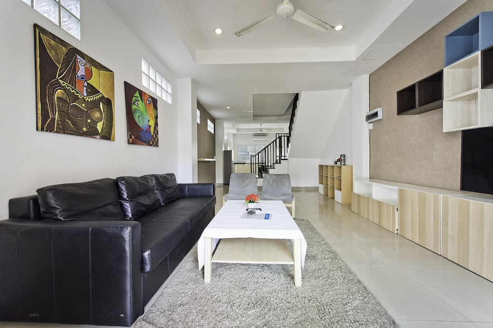 4-Bedroom Townhome - 客廳