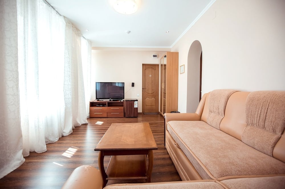 Suite, River View - Living Room