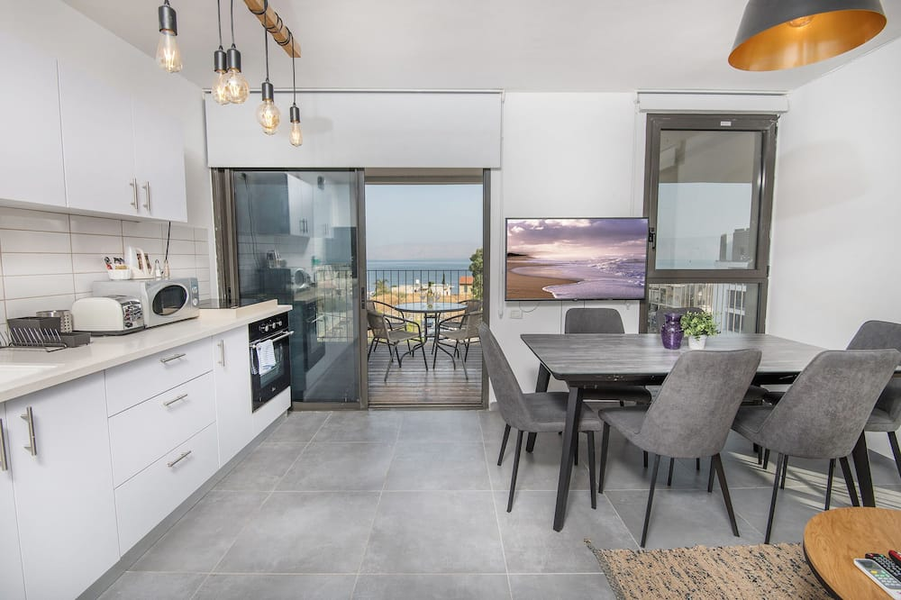 Family Apartment, 2 Bedrooms, Lake View - In-Room Dining