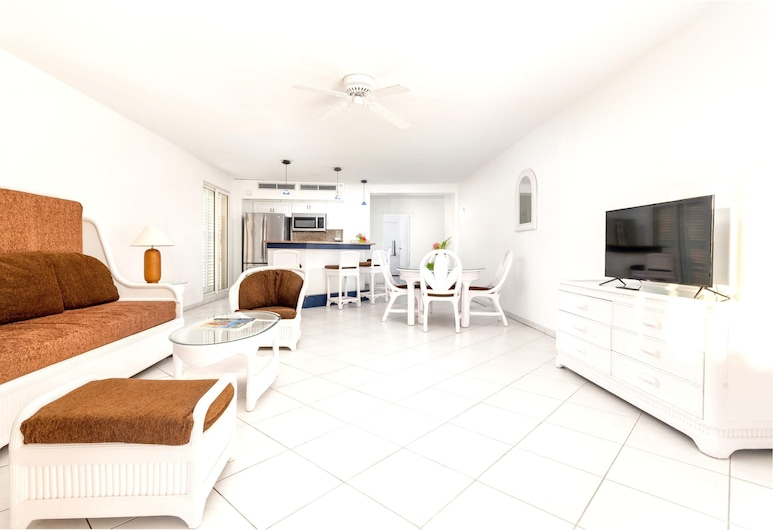 Apartment With 2 Bedrooms in Lowlands, With Pool Access, Furnished Balcony and Wifi, Tierras Bajas, Sala de estar