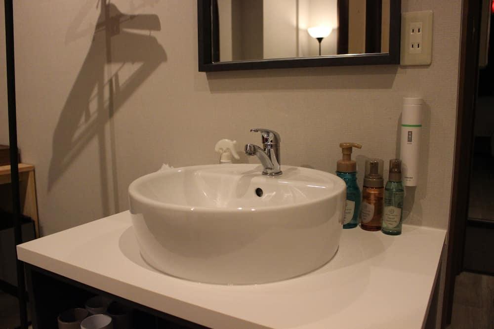 スタンダード 4 人部屋 - バスルームのシンク