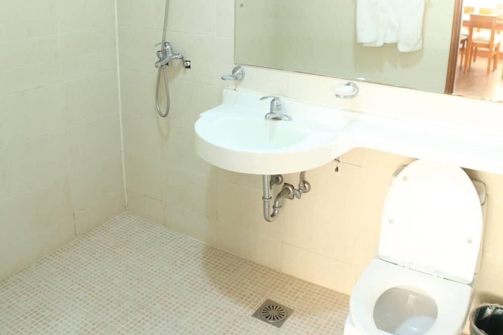 Family Room, Mountain View (18PY) - Bathroom