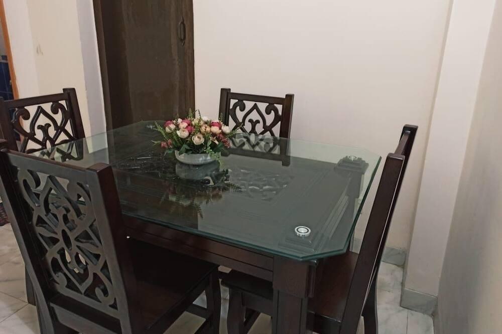 Familienapartment, 2Schlafzimmer, Nichtraucher, Stadtblick - Essbereich im Zimmer