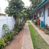 Szoba kétszemélyes vagy két külön ággyal (3) - Kilátás a kertre