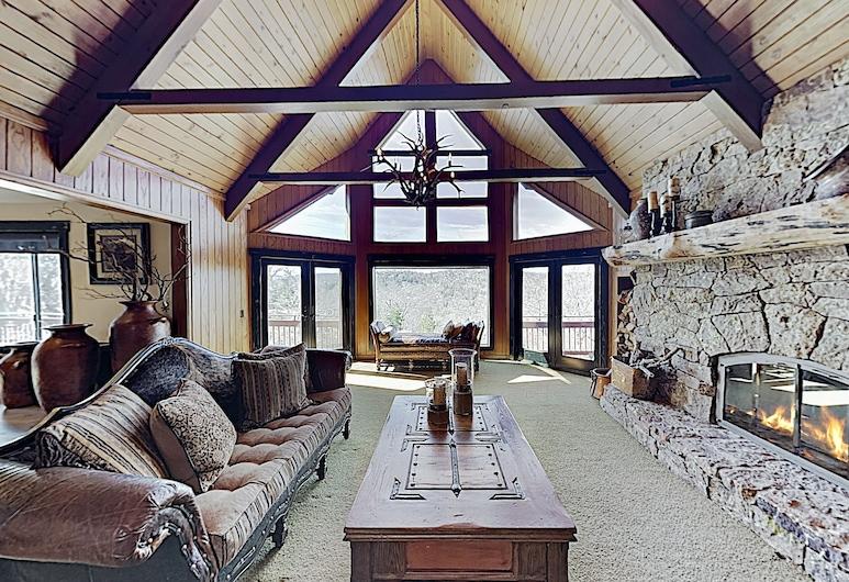 Extraordinary 5,290 Square Foot On 2.3 Acres 5 Bedroom Home, Danau Arrowhead