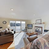 New Listing! Waterfront Gem W/ Private Deck 4 Bedroom Home, South Yarmouth