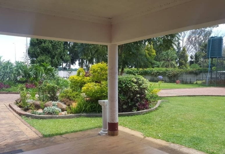 Crown Inn Guest House, Harare, Property Grounds