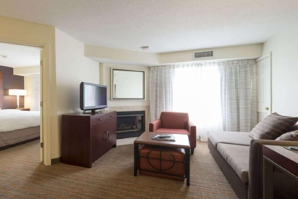 Suite, 1 Queen Bed with Sofa bed, Non Smoking (with Sofabed) - Guest Room