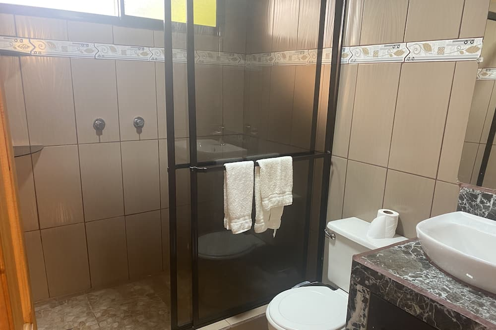 Deluxe Cabin, 2 Bedrooms - Phòng tắm