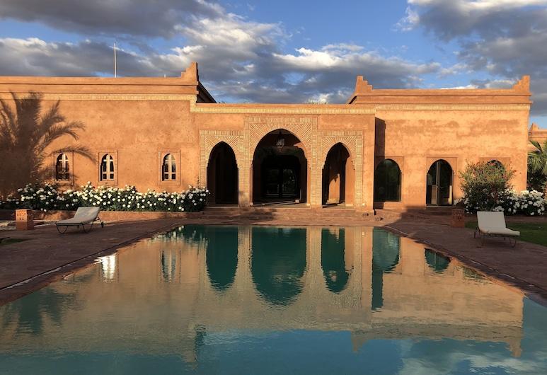 Domaine Casa Cecilia, Oulad Hassoune, Fachada del hotel de noche