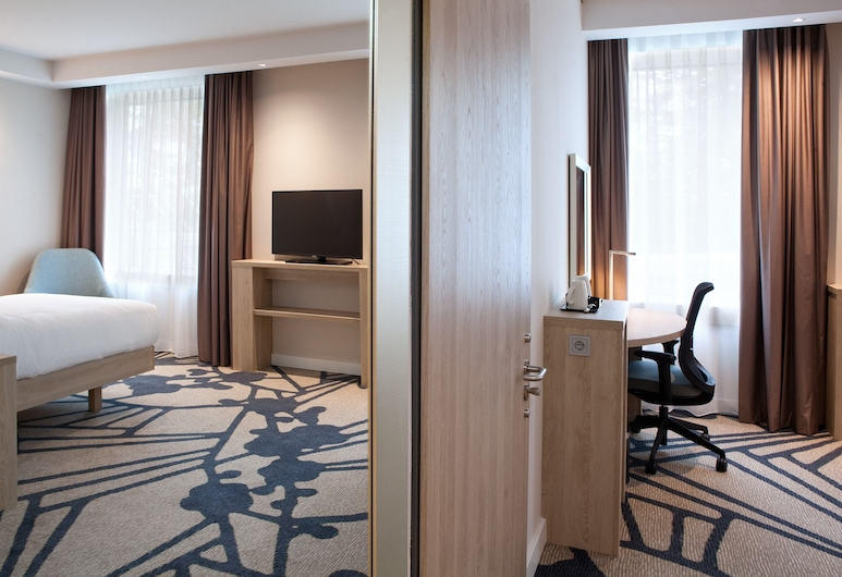 Hampton by Hilton Munich City Center East, Munich, Room, 1 Queen Bed, Accessible, Guest Room