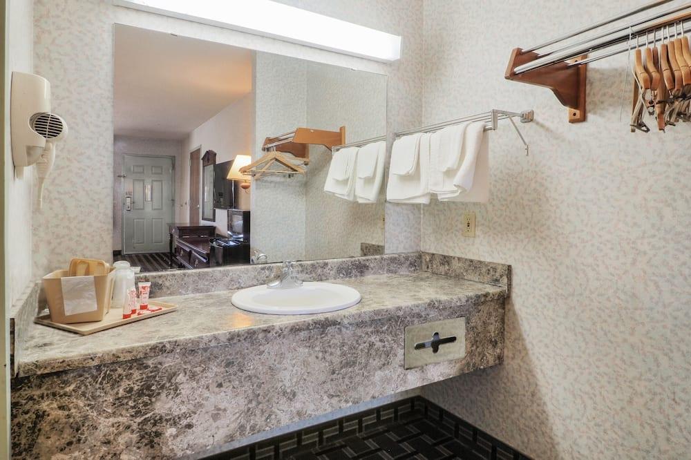 Phòng, 2 giường cỡ queen, Hút thuốc - Phòng tắm