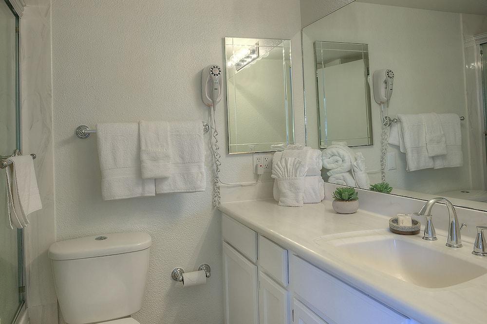 Căn hộ, 1 giường cỡ queen, Hồ bơi riêng, Quang cảnh núi - Phòng tắm