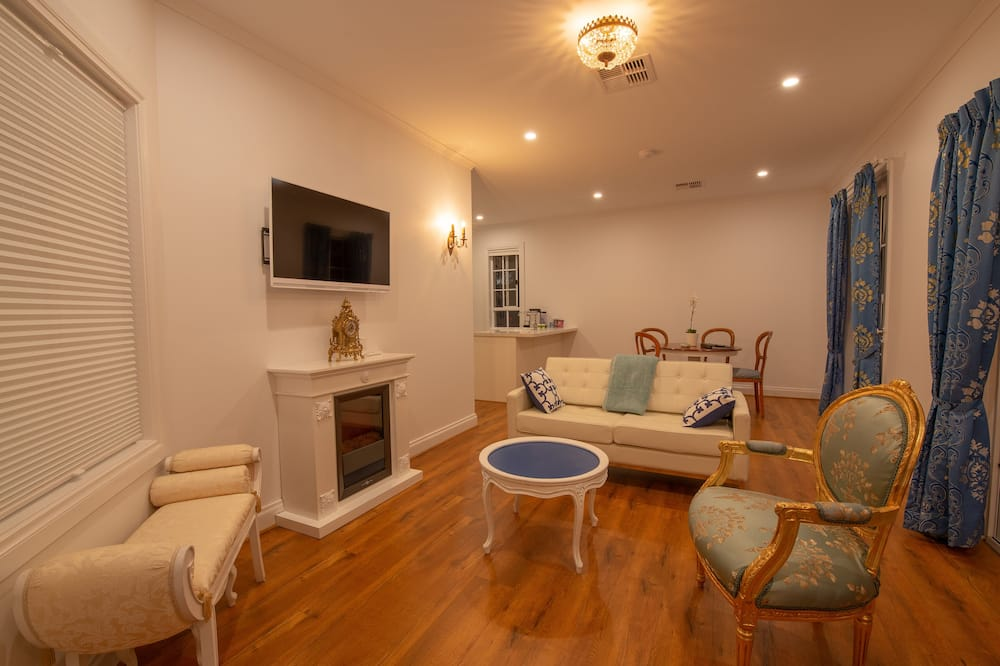 Panoramic Cottage - Living Area