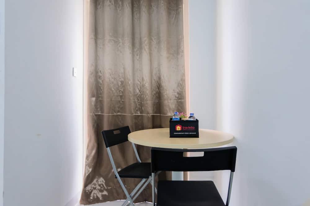 Room - Tempat Makan dalam Bilik