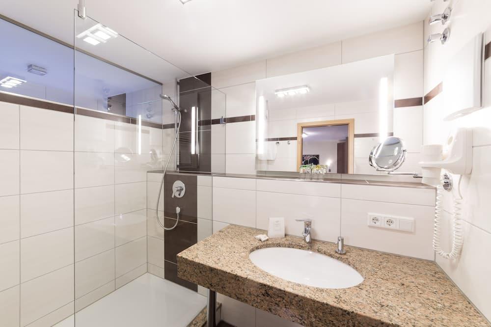 Superior Double Room, Non Smoking, 2 Bathrooms - Bathroom
