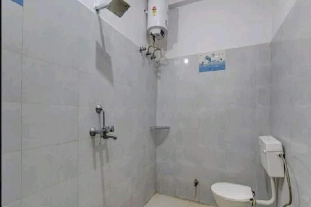 ห้องเบสิกพักรวม - ห้องน้ำ