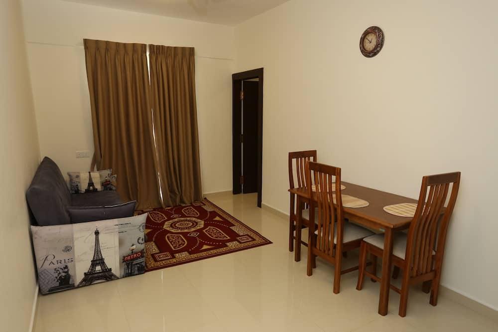 Deluxe Single Room, 1 Queen Bed, City View - Living Area