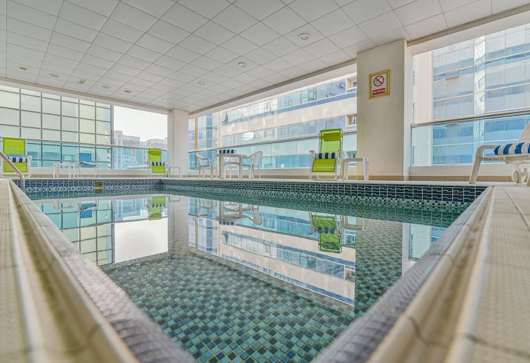 Vista Deluxe Hotel Apartments, ดูไบ, สระว่ายน้ำ