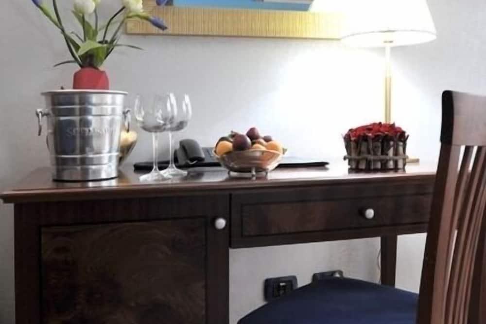 Номер-люкс категорії «Джуніор», 1 спальня, з балконом - Житлова площа