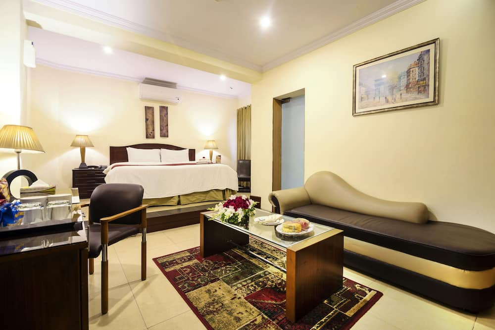 Luxury Suite, 1 King Bed, Private Bathroom - Guest Room