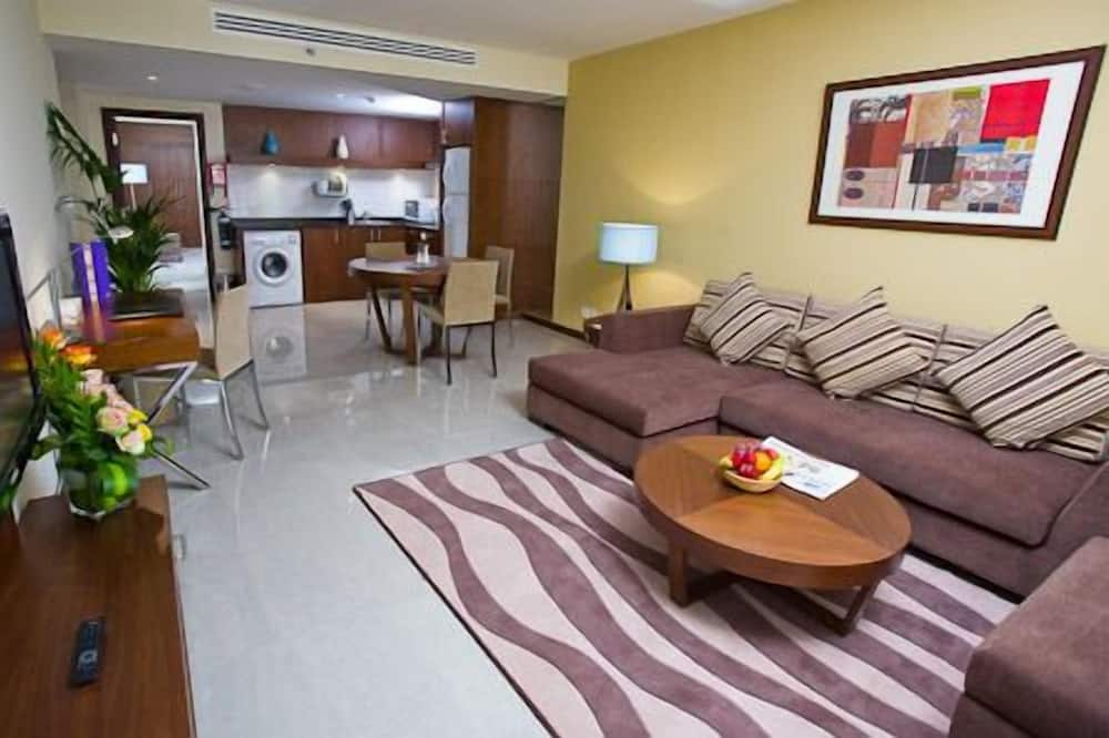 Executive Suite with King Bed - Вітальня