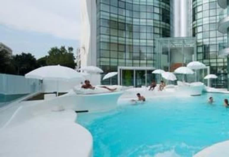 i-Suite Hotel, Rimini, Piscina all'aperto