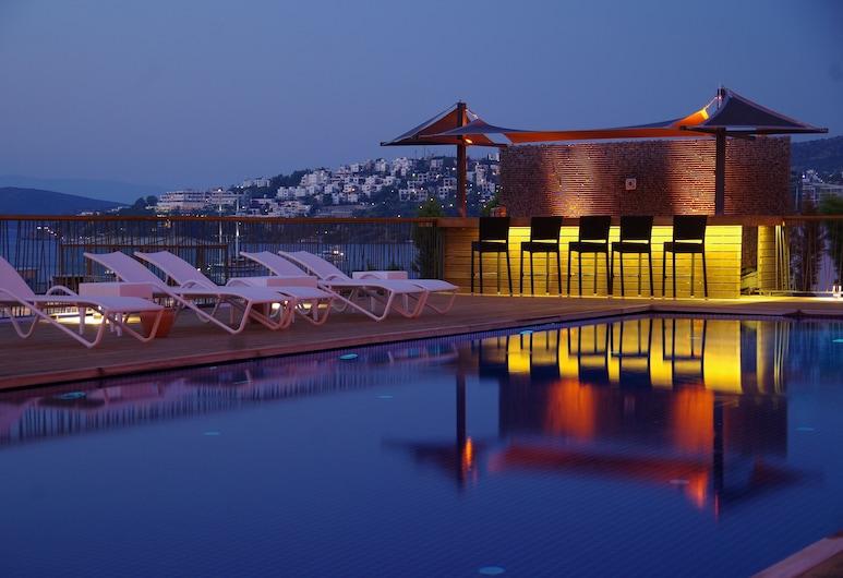 博德魯姆哥斯達法立雅特級飯店, 波德倫, 室外游泳池