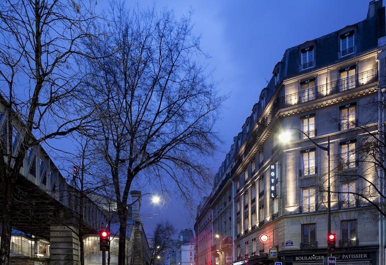 First Hotel Paris - Tour Eiffel, Paris, Otelin Önü - Akşam/Gece