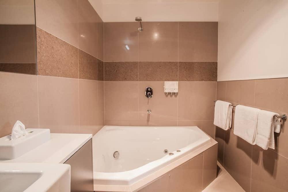 Executive-Suite, Whirlpool - Badezimmer