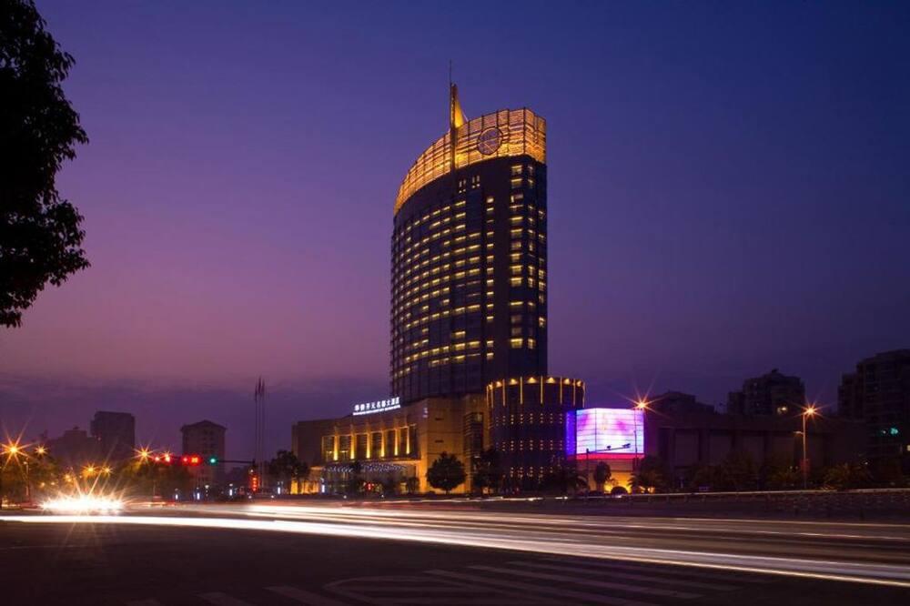 Huaqiao New Century Grand Hotel