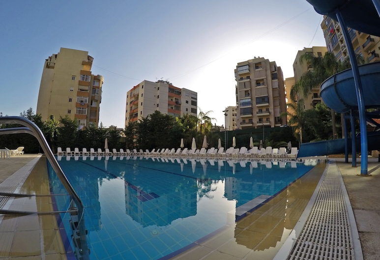 The Cosmopolitan Hotel, Dekwaneh, Outdoor Pool