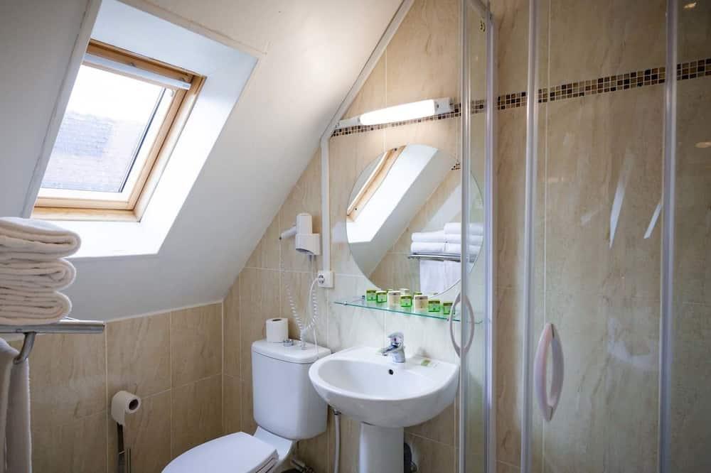 Quintuple Room - Bathroom